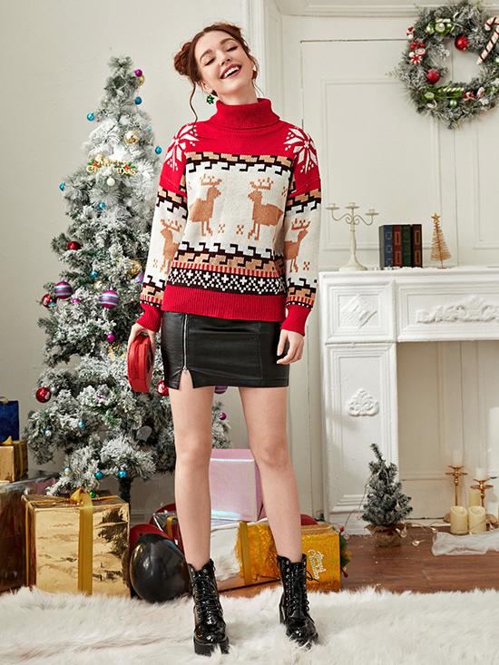 Những cô nàng hướng đến hình ảnh trẻ trung, vui tươi có thể chọn áo hình bông tuyết và tuần lộc để hòa cùng không khí Giáng sinh sắp tới.