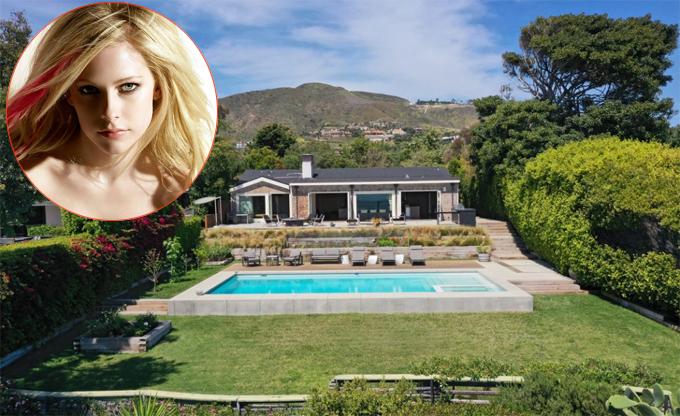 Biệt thự của Avril Lavigne trải dài 2.500 m2 trên đồi, gồm ngôi nhà một tầng có diện tích 320 m2, bể bơi lớn và sân vườn bao quanh.