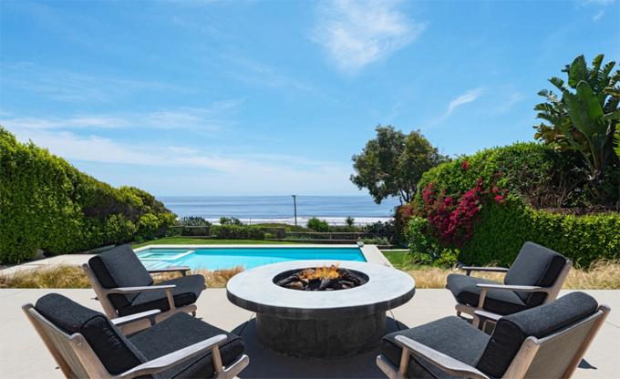 Biệt thự nằm bên bãi biển có nhiều cát trắng đẹp nhất ở Malibu. Avril sẽ làm hàng xóm của ca sĩ Lady Gaga.