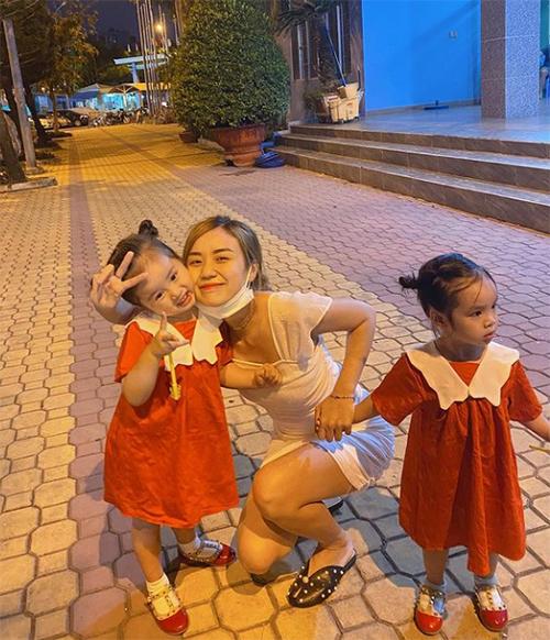 Bảo Ngọc - vợ cũ Hoài Lâm - nhí nhảnh bên hai con gái.