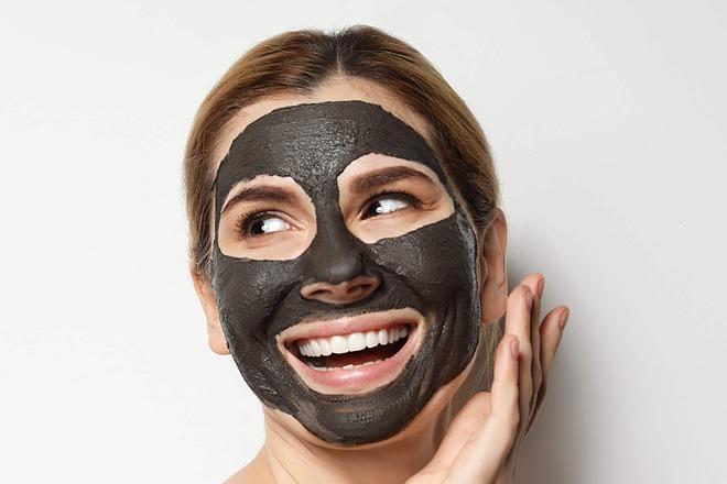 Đắp mặt nạ không hề đơn giản như bạn nghĩ.