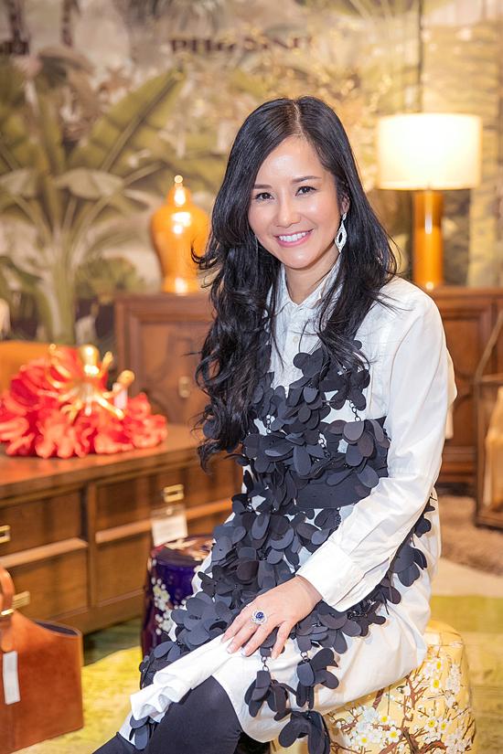 Ca sĩ Hồng Nhung vừa đưa hai con sinh đôi từ Mỹ về Việt Nam tránh dịch hồi tháng 7. Hiện cô tập trung trở lại nhiều dự án âm nhạc.
