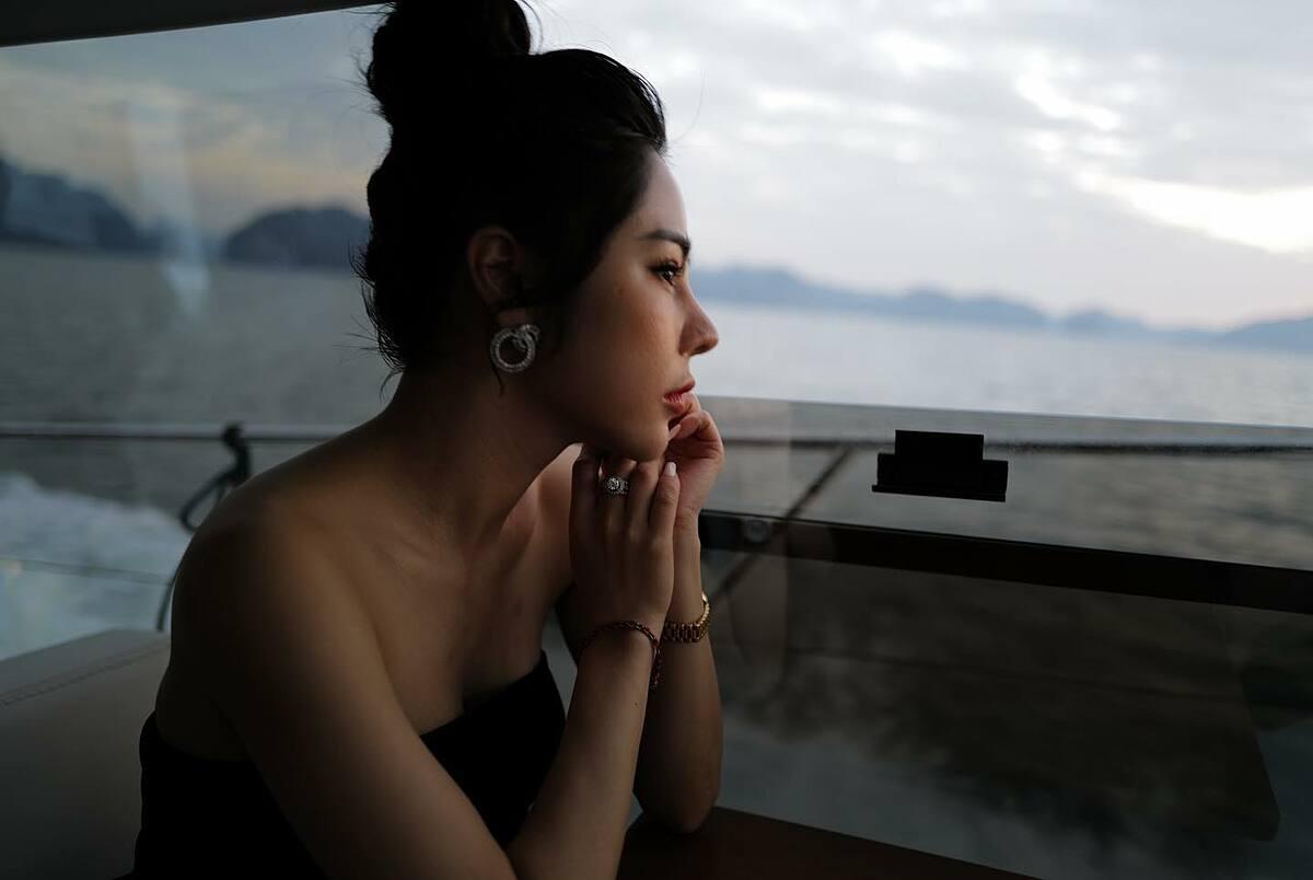 Lan Phương từng thừa nhận phẫu thuật thẩm mỹ, có gu ăn mặc gợi cảm.