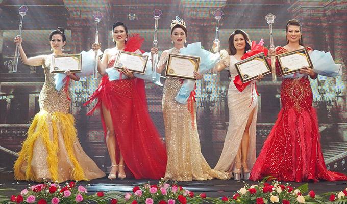 Ban tổ chức trao 4 giải á khôi cho các thí sinh Võ Phạm Hoàng Quyên (Khánh Hòa), Trần Thị Hương (Hải Phòng), Nguyễn Thị Hoài Hạnh (Bình Dương), Lữ Ngọc Hiền (Cần Thơ).