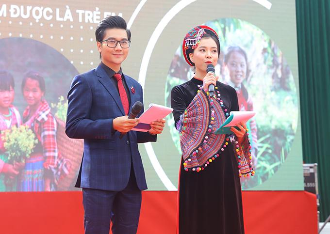 Công Tố và Thanh Vân - Top 15 Hoa hậu Việt Nam 2018 dẫn dắt chương trình. Thanh Vân cũng chính là người dân tộc thiểu số duy nhất lọt vào vòng chung kết Hoa hậu Việt Nam 208. Cô quê Cao Bằng, là người dân tộc Tày.