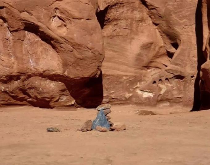 Cột kim loại biến mất sau một tuần được phát hiện. Ảnh: Sun.