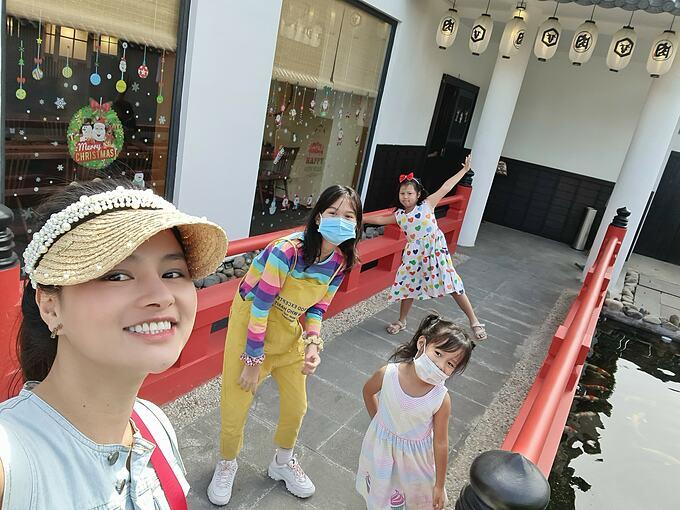 Cựu người mẫu Vũ Thu Phương tận hưởng cuộc sống an yên bên các con.