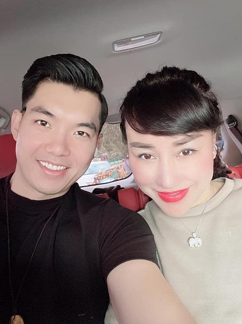 Thời gian trôi nhanh quá, đã 4 năm rồi vợ, diễn viên Trương Nam Thành nhắn nhủ bà xã Thu Huyền.