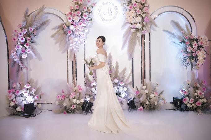 Bộ ảnh được thực hiện bởi ảnh: Linh Le Chi, trang điểm: Hiwon, váy cưới: Hacchic Couture.