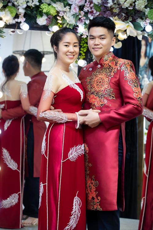 Cặp vợ chồng được Minh Châu chọn cho tấm áo dài cưới màu đỏ. Mẫu áo dài giúp tôn lên làn da trắng cùng vóc dáng của Lê Phương. Lê Phương đánh giá cao các thiết kế của Minh Châu vì kiểu dáng, họa tiết, màu áo thể hiện được tình yêu, sự tâm huyết với nghề của anh. Còn Minh Châu cho biết không chọn Lê Phương vì cô là người bạn thân thiết mà là chọn lựa dựa trên tiêu chí về sự phù hợp. Diễn viên Gạo nếp gạo tẻ đang có cuộc sống viên mãn và đó là điều Minh Châu muốn truyền tải ở BST lần này. Thông qua mỗi thiết kế được đính kết khéo léo, nhà mốt bày tỏ thông điệp về giá trị của áo dài trong đời sống văn hoá của người Việt. Kim Lang được xem như tiếng gọi của tình yêu. Với tôi, câu nói đó không chỉ đơn thuần là một cách gọi mà hơn hết còn là sự ý thức về trách nhiệm của cuộc sống vợ chồng. Những ngọt ngào, ấm áp xen lẫn niềm hạnh phúc trong đời sống hôn nhân sẽ được tái hiện qua bộ sưu tập lần này.