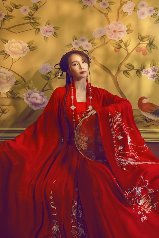 Quỳnh Nga hóa tiên nữ