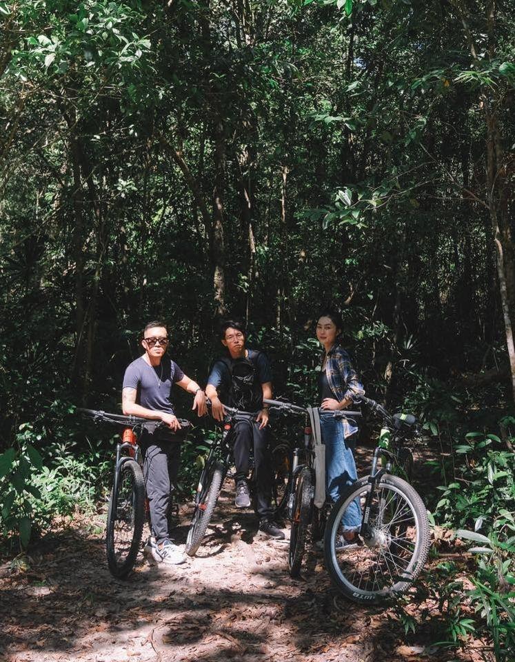 [Caption]với việc đạp xe, bạn sẽ được trải nghiệm thêm thể lực trên những con dốc, đá hoặc cát, hoặc lâu lâu phải luồn lách qua những bụi cây không đoán trước mà có thể bị trầy mình một xíu