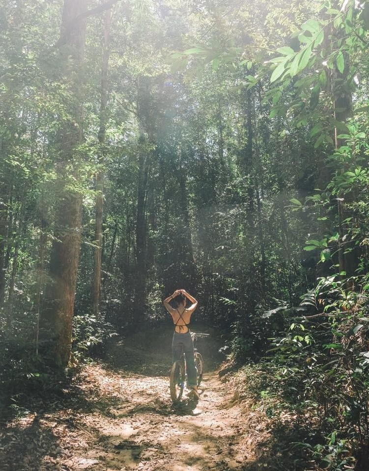 Tháng 11, Helly Tống đến đảo ngọc quay MV ca nhạc cho bài hát mới do cô sáng tác. Video khiến người xem thích mắt với những cảnh quay trong rừng nguyên sinh Phú Quốc, địa điểm ít người để ý đến. Lần này, fashionista trải nghiệm tắm rừng - thuật ngữ khá quen thuộc đối với người yêu văn hóa Nhật - giải tỏa căng thẳng và kết nối với thiên nhiên.