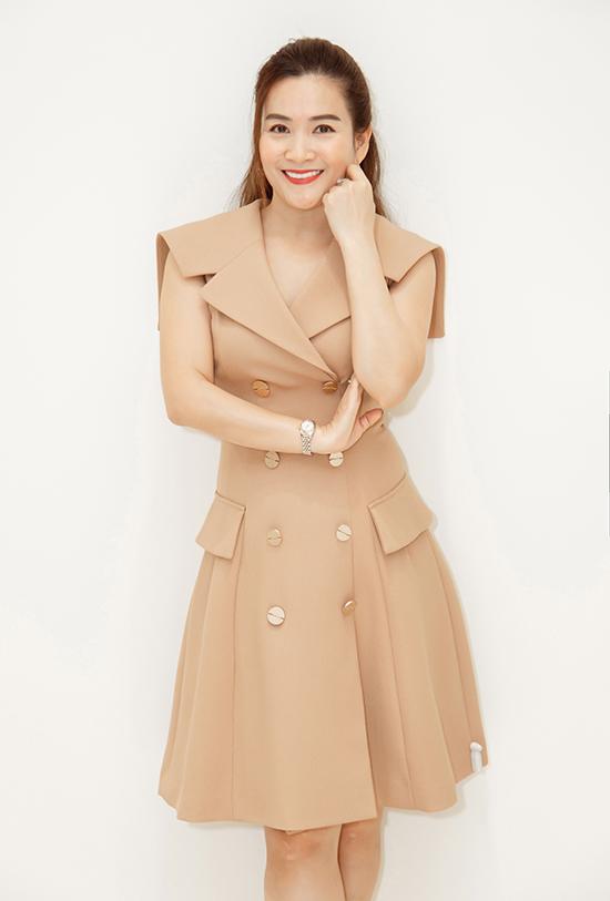 Chị tỏ ra thích thú với thiết kế đặc biệt sang trọng này nhưng giá lại khá phù hợp với mặt bằng chung thu nhập của người Việt.