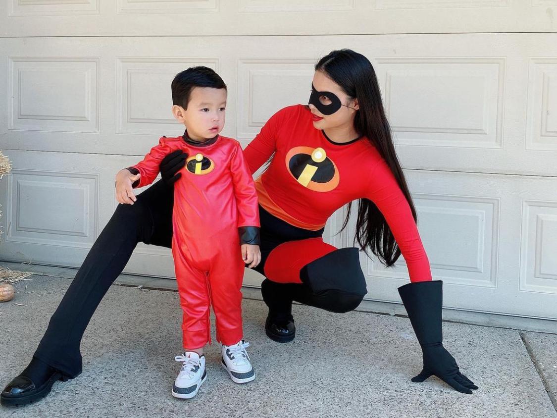 Phạm Hương tạo nhiều hoạt động cho con trai vui chơi. Gần nhầt, hai mẹ con hoá trang dịp Halloween, ăn mừng lễ Tạ ơn...