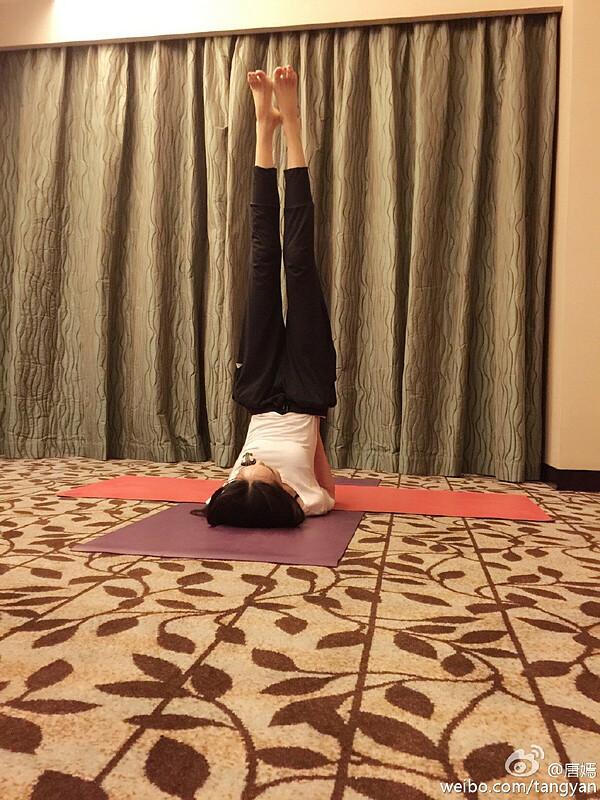 Tập yoga đều đặn giúp nữ diễn viên 36 tuổi lấy lại vóc dáng như thời son rỗi.