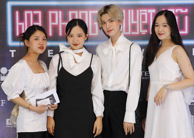 Buổi ra mắt phim còn có nhiều blogger quan tâm tới thể loại phim hành động kinh dị tham dự. Hoa Phong Nguyệt Vũ khởi chiếu từ ngày 4/12/2020 tại các cụm rạp trên toàn quốc.