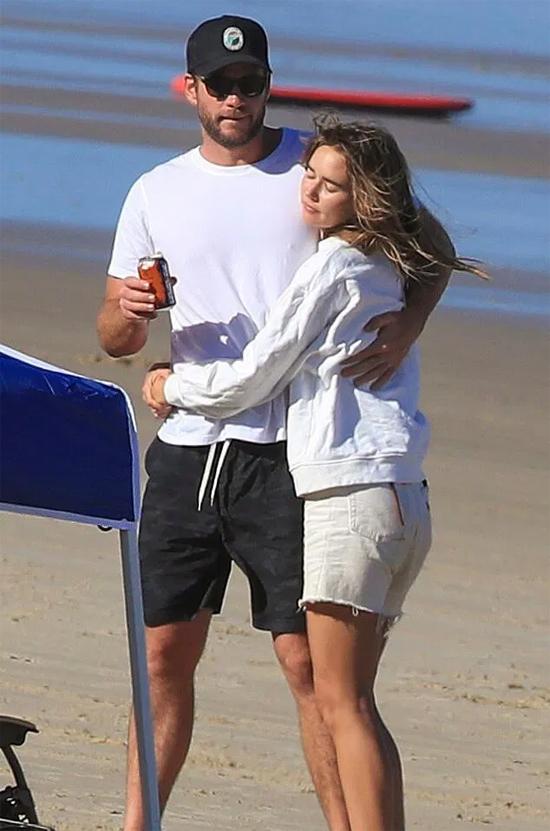 Liam bên bạn gái mới.