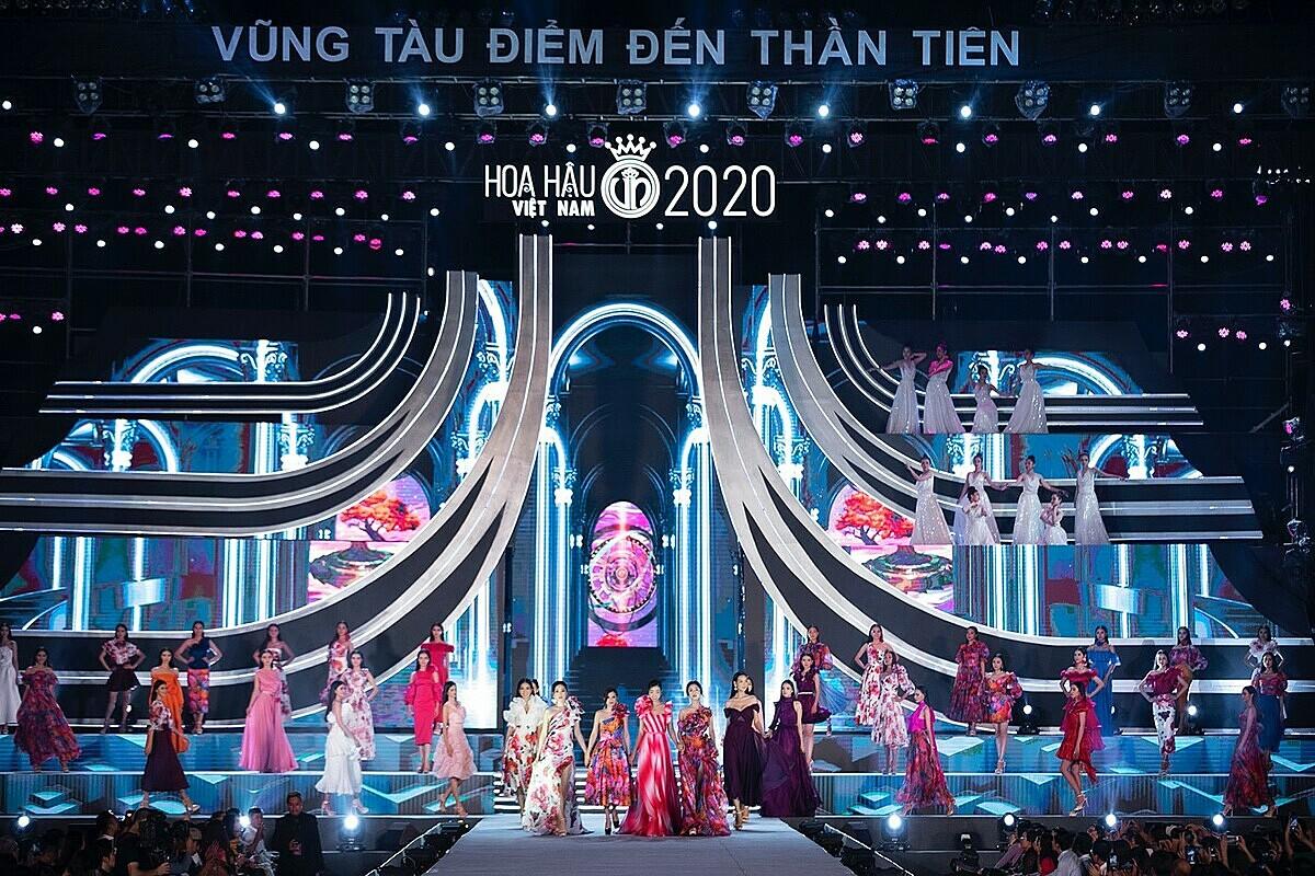 BST The Most Beauty truyền sự tư tin đến top 35 thí sinh trên sân khấu đêm chung kết Hoa Hậu Việt Nam 2020. Ảnh: Thời trang Neva.