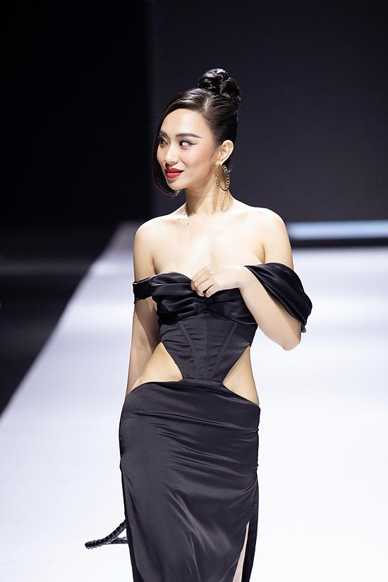 Đại diện nhà thiết kế Long Ng cho biết trang phục của Hương Trà bị lỗi phút chót, phải thay thế phương án khác. Song bộ váy bị rộng, chưa kịp chỉnh sửa phù hợp nên xảy ra sự cố đáng tiếc.