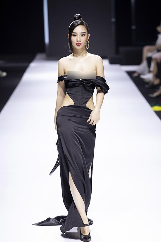 Stylist Nguyễn Đức Thạnh lý giải thêm ban đầu êkíp chuẩn bị áo ngực cho người mẫu. Nhưng khi thử đồ, nhận thấy nội y đẩy phần ngực lên cao quá nên êkíp quyết định không sự dụng.