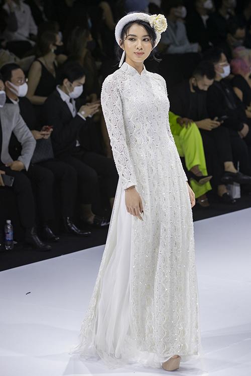 Sự mở rộng đa dạng về chất liệu vải áo dài giúp cô dâu có thêm sự lựa chọn cho ngày trọng đại của cuộc đời mình.
