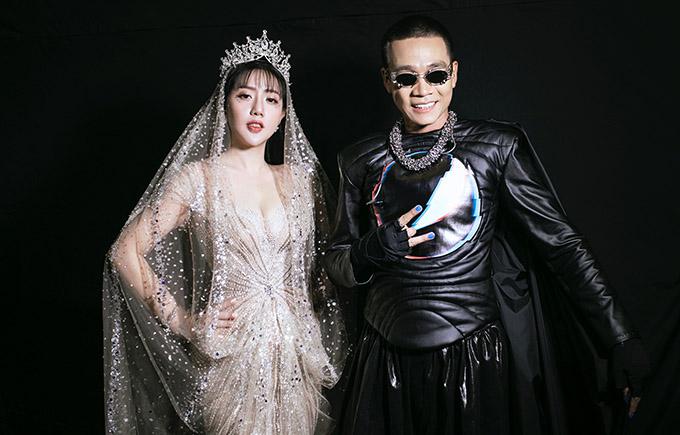 Wowy và Phạm Đăng Anh Thư hạnh phúc khi tiết mục của họ được đông đảo khán giả tán thưởng, góp phần tạo nên thành công cho show diễn của Nguyễn Tiến Truyển, tối 4/12.