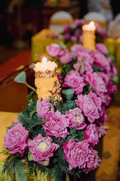 Hoa sen được tuyển lựa và gấp cánh tỉ mỉ để có tạo hình đẹp.
