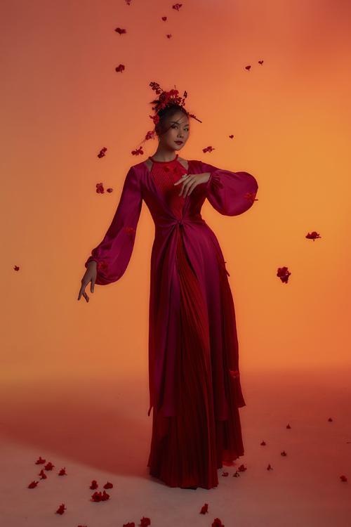 Thanh Hằng hóa thân thành một Đào nương ngày nay qua những bộ trang phục hiện đại được lấy cảm hứng từ chiếc áo tứ thân ngày xưa.