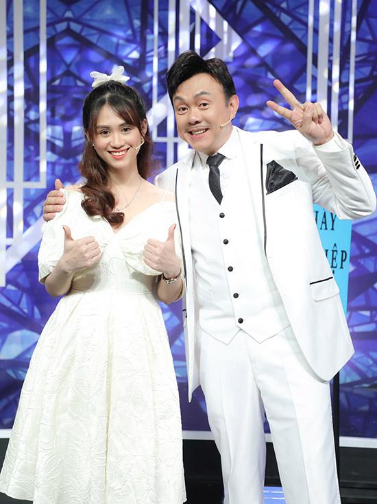 Chí Tài chơi gameshow cùng ca sĩ trẻ Jee Trần hồi tháng 11.