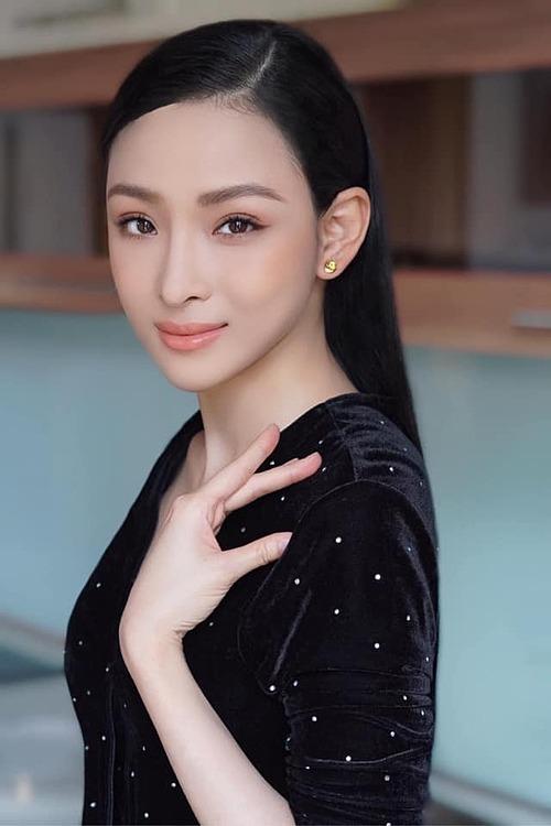 Hoa hậu Trương Hồ Phương Nga được khen rạng rỡ, xinh đẹp khi được make up kỹ lưỡng.