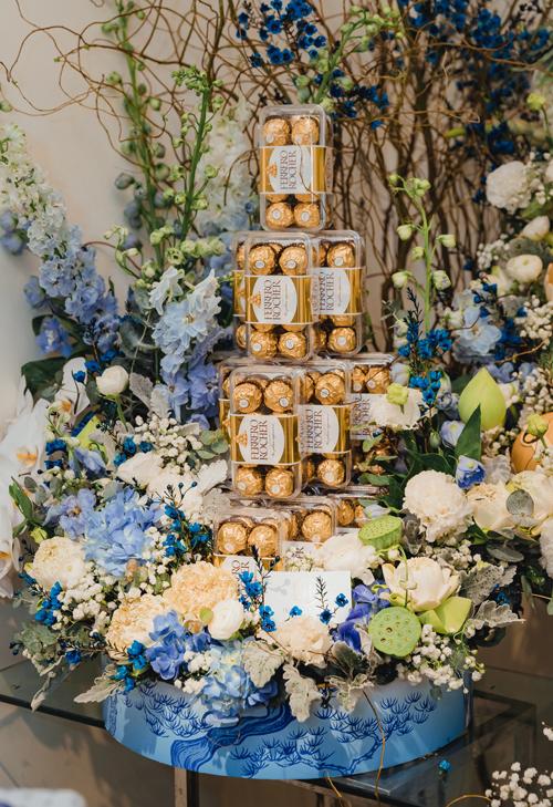 Tráp socola được nhiều cô dâu hiện đại yêu thích với ý nghĩa là sự khởi đầu hạnh phúc, mong muốn luôn luôn có sự ngọt ngào, chia sẻ, ngày nào cũng là Valentine.