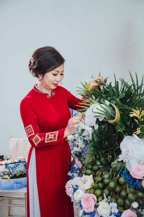 Tráp lễ do nhà trai chuẩn bị, thường có sự chăm chút đặc biệt của mẹ chú rể và chú rể, nên ngoài những lễ vật tượng hình còn chứa đựng nhiều thông điệp yêu thương, ước nguyện gửi gắm cho hỷ sự.
