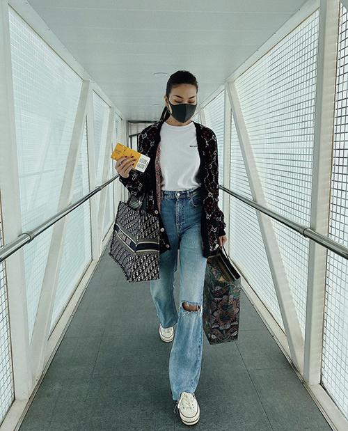 Chị đại Thanh Hằng có cơ hội sử dụng áo khoác Gucci hợp mùa khi có chuyến công tác tại Hà Nội trong ngày đầu đông.