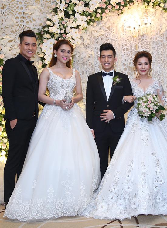 Tới chúc mừng chồng cũ của Phi Thanh Vân tái hôn ngày 10/8/2017, Lâm Khánh Chi từng bị chỉ trích do mặc đầm trắng xòe rộng đắp ren họa tiết giống hệt váy cưới, khiến nhiều người hoang mang không biết đâu là cô dâu.