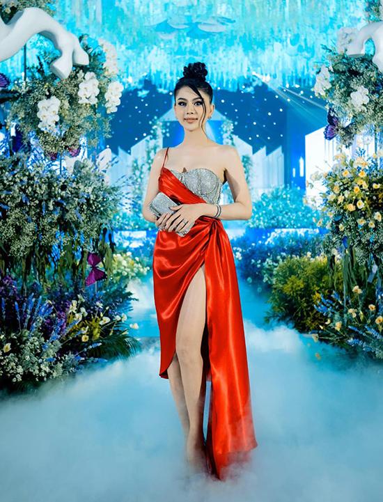 Cuối tháng 10/2020, Lâm Khánh Chi tiếp tục chiếm spotlight ở một tiệc cưới sang trọng.
