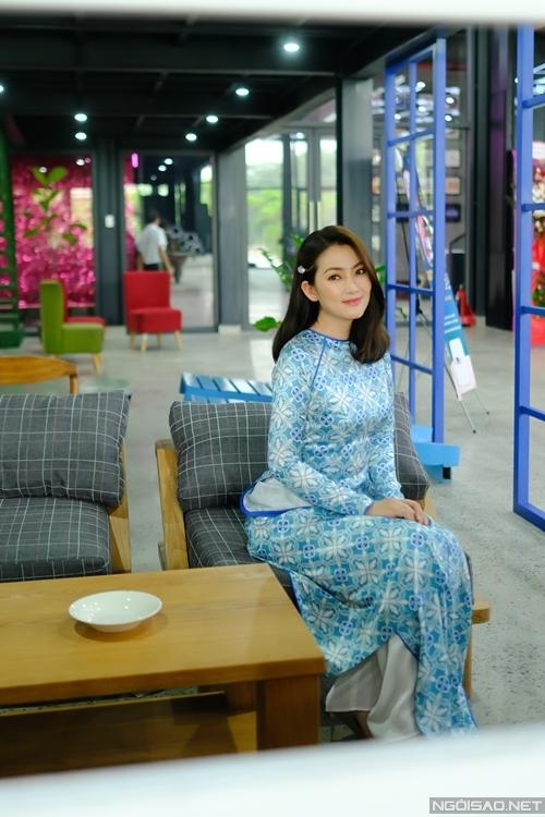 Cô dành trọn vẹn một ngày từ sáng sớm để ghi hình nhiều tập cho chương trình, dự kiến kết thúc công việc vào buổi tối.