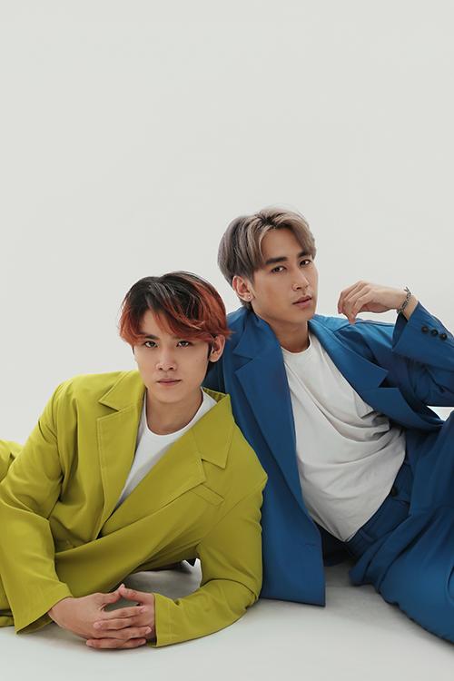 Bộ ảnh được thực hiện với sự hỗ trợ của nhiếp ảnh Hứa Quý Long, stylist Vũ Tiến Đạt, trang điểm Phạm Minh Quân, người mẫu Xuân An - Lê Hà Phương.
