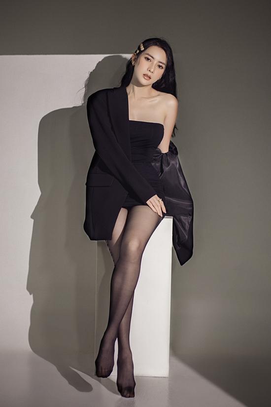 Váy bodycon tôn lên sắc vóc của Thái Tuyết Trâm. Với những cô gái có thân hình đồng hồ cát, đây cũng là item không thể bỏ qua trong tủ đồ dành cho mùa lễ hội.