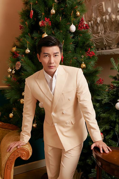 Từ phong cách thời trang cá nhân, chàng MC điển trai mang tới những tư vấn hữu ích cho phái mạnh trong việc chọn trang phục đi tiệc cuối năm.