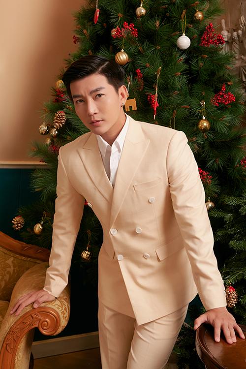 Theo Nam Hee, suit hiện đại, tông màu trang nhã là món đồ cần thiết của các chàng trai theo đuổi style lịch lãm khi xuất hiện trước đám đông.