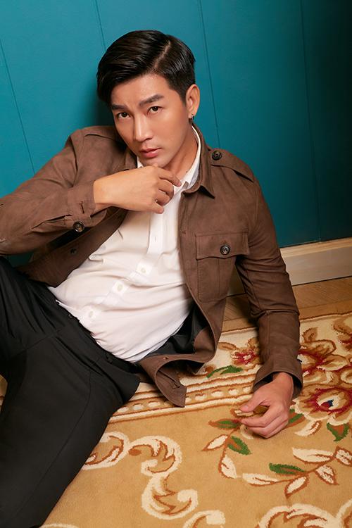 Bộ ảnh được thực hiện với sự hỗ trợ của nhiếp ảnh An Taka, trang điểm Kathy Nguyễn.