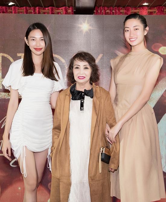 Hoa hậu Thế giới VN 2019 Lương Thùy Linh (phải) và top 5 Hoa hậu VN 2018 Thuỳ Tiên hội ngộ ở tiệc sinh nhật.
