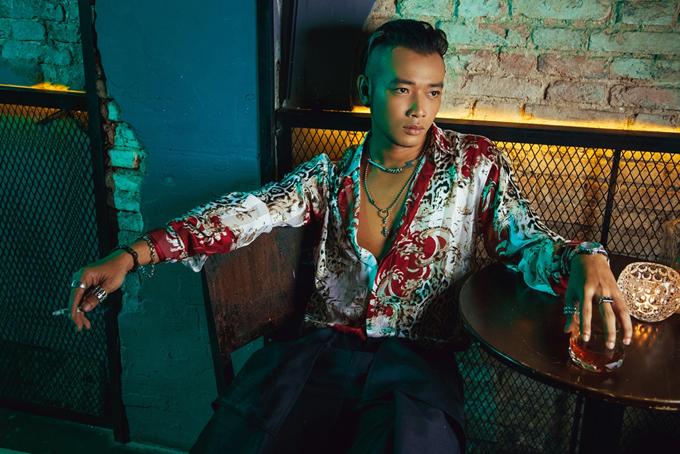 Loạt trang phục thuộc nhiều local brand nổi tiếng của Việt Nam được diễn viên Hoàng Phi chọn lựa để thực hiện bộ ảnh nhằm lột tả style cá tính và độc đáo.