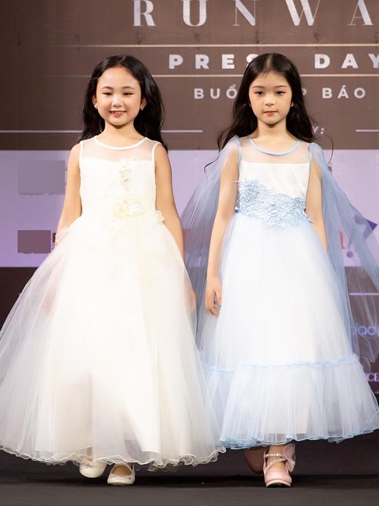 Những kiểu dáng bồng bềnh, gam màu pastel giúp các bé gái trông như công chúa nhỏ.