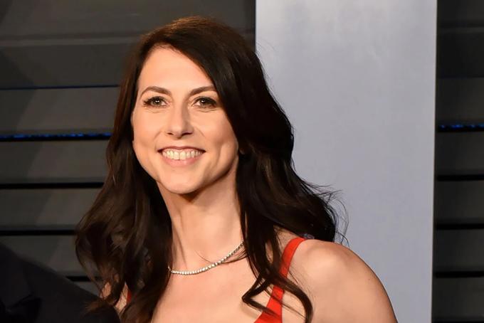 Bà MacKenzie Scott, vợ cũ Jeff Bezos. Ảnh: AP.