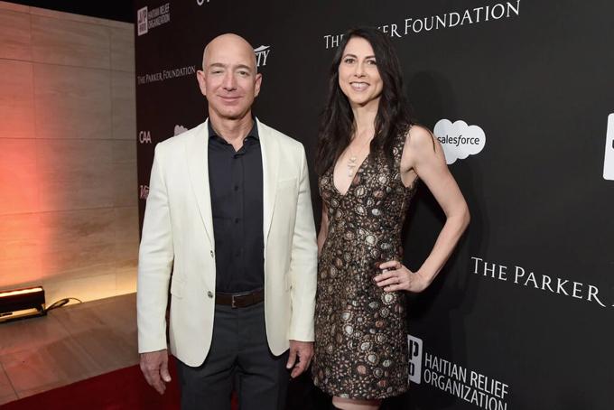 Bà MacKenzie và Jeff Bezos thời còn mặn nồng. Ảnh: NYT.