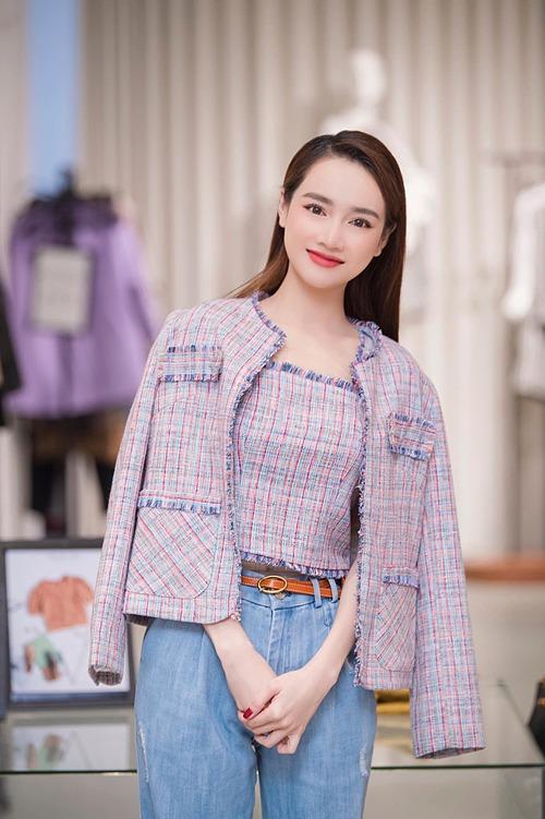 Nhã Phương trẻ trung như gái 18 khi dự sự kiện khai trương một hãng thời trang ở Hải Phòng.
