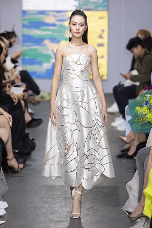 Các mẫu thiết kế được đánh giá cao về tính thẩm mỹ nhờ phần tạo phom và trang trí họa tiết thủ công tỉ mỉ.