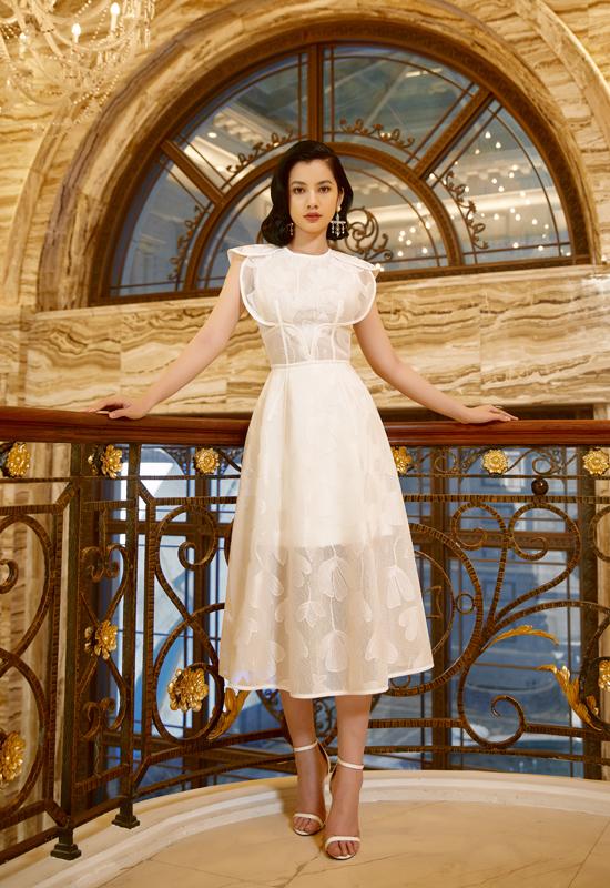 Cẩm Đan được nhiều khán giả gọi là Người đẹp gây tiếc nuối nhất Hoa hậu Việt Nam 2020 bởi chỉ dừng chân ở vị trí top 15 chung cuộc. Nhan sắc của người đẹp 18 tuổi được ví với ngôi sao Lisa của nhóm nhạc BlackPink.